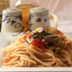Паста с цуккини, базиликом и томатами