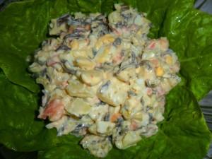 Салат с горбушей и морской капустой