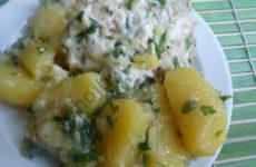 Картофель с курицей под сырной шубой в мультиварке