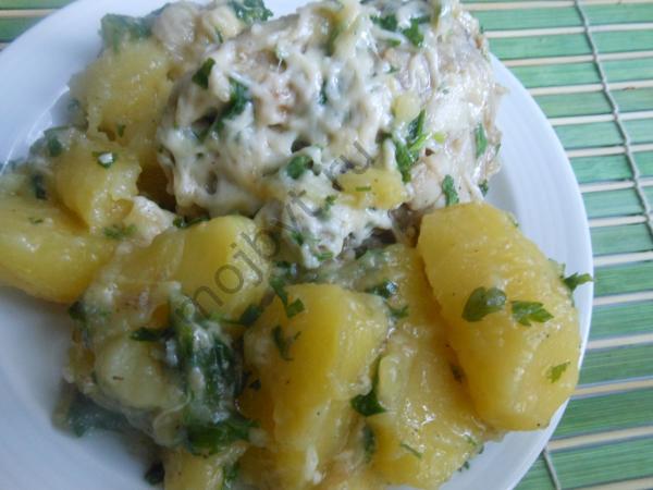 Kartofel s kuricej pod syrnoj shuboj v multivarke