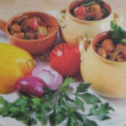 Свинина с овощами в горшочках
