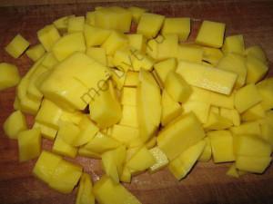 Kartofel narezannyj kubikami